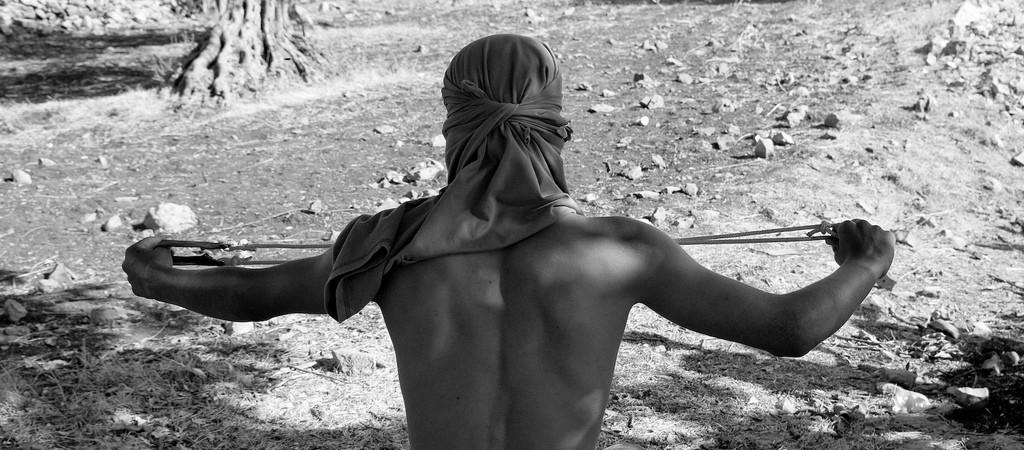 Fotografía de un hombre preparando una honda